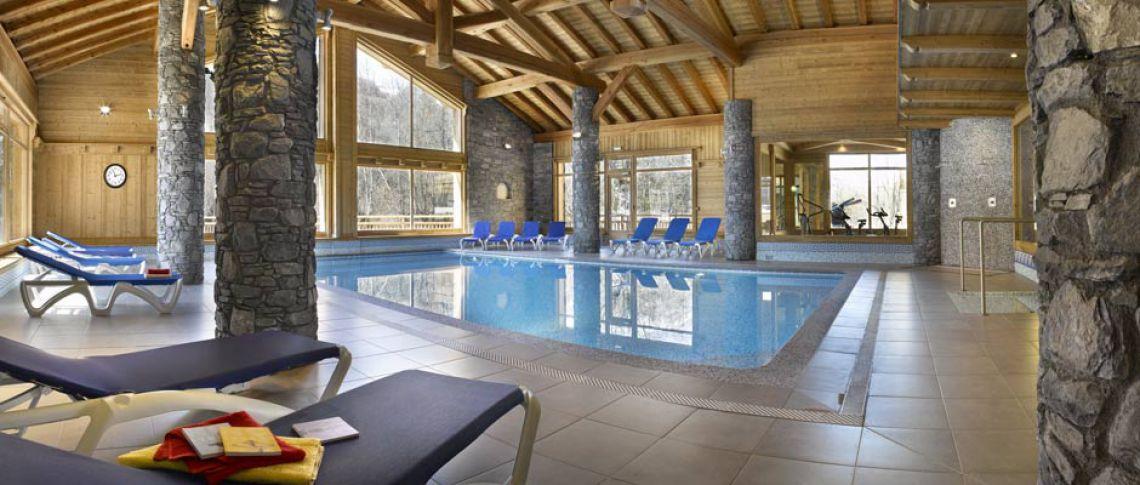 La piscine de la résidence - Résidence Léana aux Carroz d'Arâches